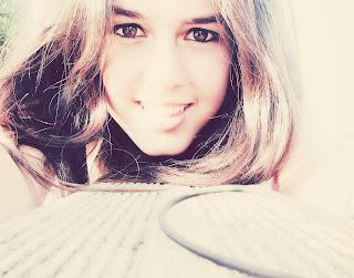 Quisiera ser el aire que se escapa de tu risa.