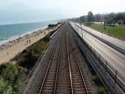 Trazado viario en paralelo a la costa
