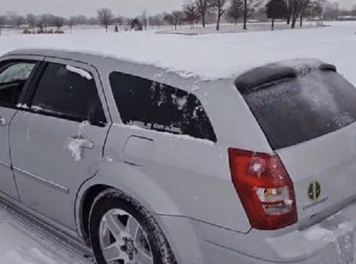 This Guy Removed a Pile Of Snow From His Car By Using A Seriously Genius Solution