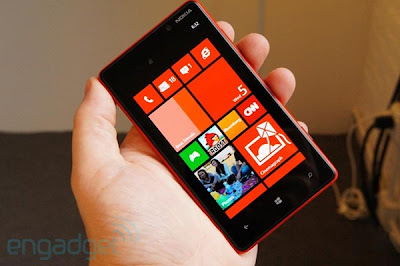 Nokia Lumia 820 harga dan spesifikasi, Nokia Lumia 820 price and specs, images-pictures tech specs of Nokia Lumia 820