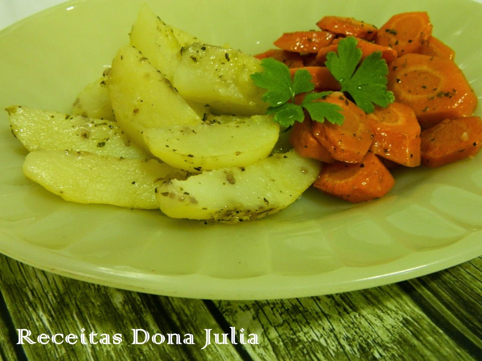 Batata e cenouras assadas