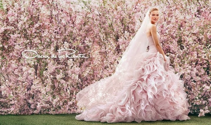 For our fashionable brides! Is there anything better than wearing Oscar de la Renta?