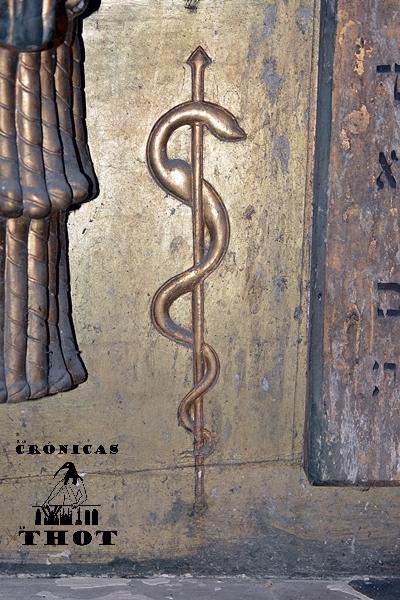 Bastón de Asclepio o Esculapio, dios mitológico de la medicina