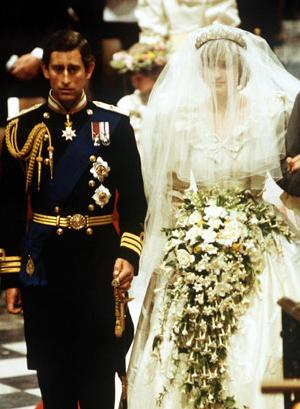 Princess Diana S Timeless Bouquet Comprised Of Gardenias Freesias Lily The Valley Myrtle And Ivy Among Others Design Was Specifically Requested