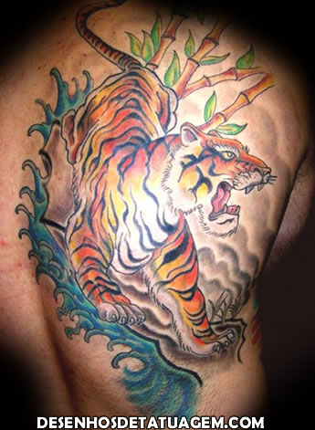 Tatuagem do Tigre fechando as costas
