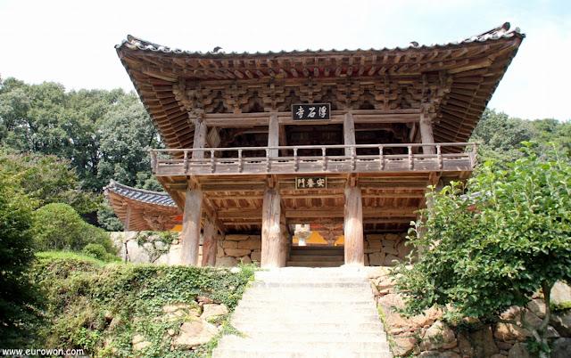 Pabellón de madera del templo Buseoksa en Corea