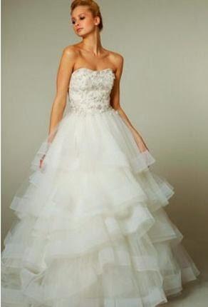 Vestido de Novia Strapless, Falda Corte A en Capas de Tul