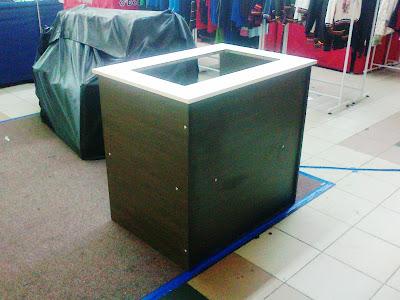 Meja Solek on Meja Promosi Jualan Dapur Elektrik Menggunakan Sistem Pemasangan Bolt