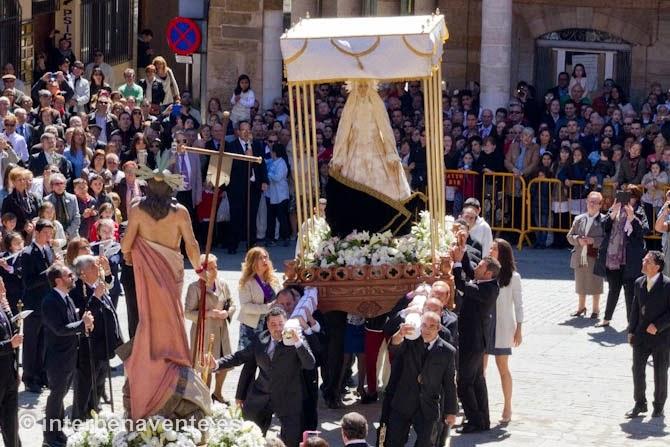 http://interbenavente.es/not/11244/el-manto-blanco-de-la-virgen-de-las-angustias-pone-fin-a-la-semana-santa-en-benavente/