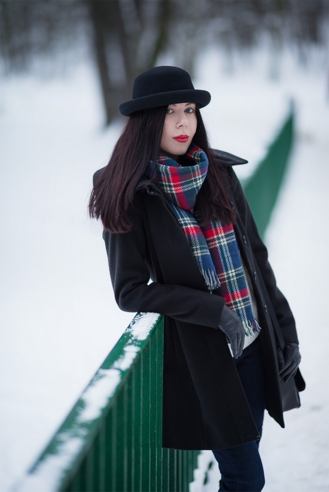 zimowa stylizacja z kraciastym szalikiem blog