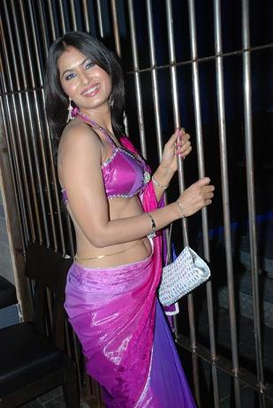 Divya Diwedi  - Divya Diwedi Hot Pics - Savita bhabhi of Youtube