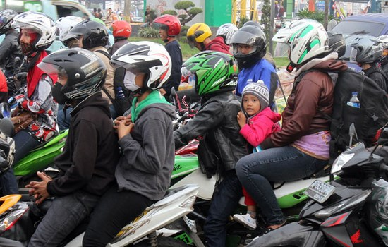 Tips Menempuh Perjalanan Jauh Dan Mudik Lebaran Menggunakan Sepeda Motor