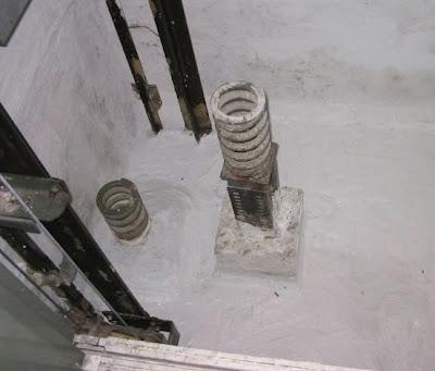 ¿Qué hacer si vamos en un ascensor que se precipita hacia el suelo? (2)