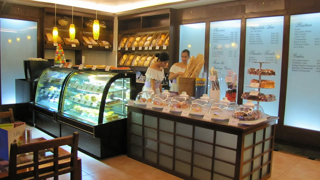 #032eatdrink, pastries, sugar, golden box, waterfront, dossantz, donut+croissant, madeliene waterfront cebu