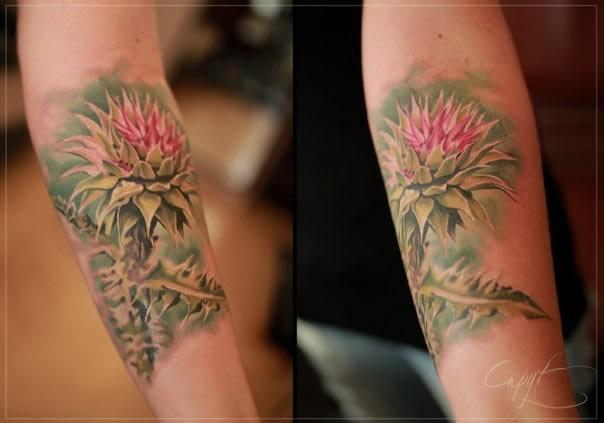 Tatuagens femininas delicadas flor