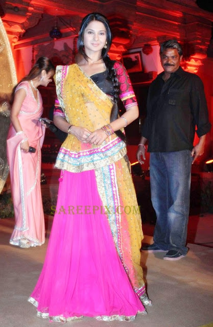 Jennifer-winget-lehenga-style-half-saree-stills-Saraswatichandra-serial-launch