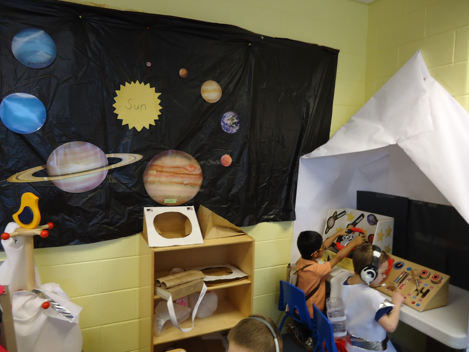 Trinity preschool mount prospect space theme in pre k for Space themed book corner