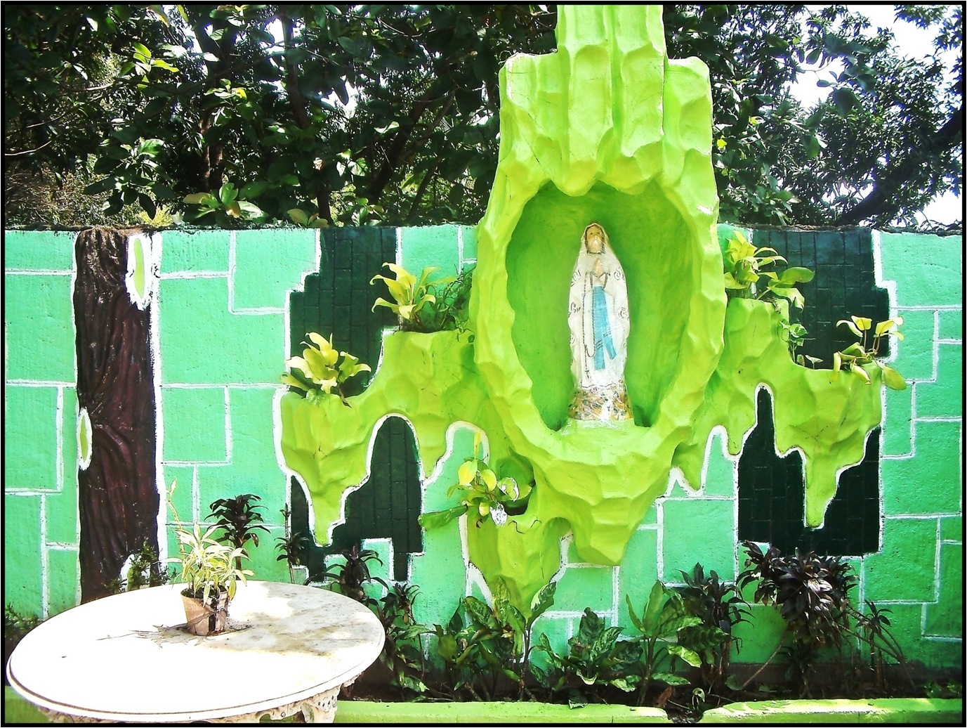 Info home landscaping designs yard garden for Garden grotto designs