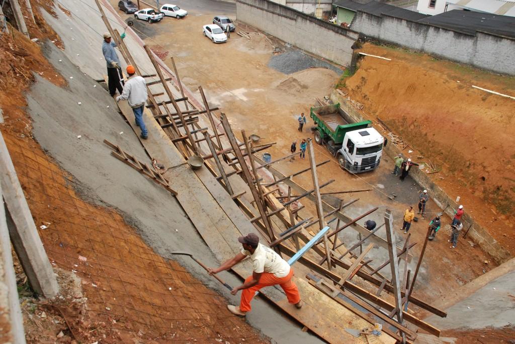 Reforma da Praça Francisco Graciano da Silva, na Beira Linha-em Teresópolis