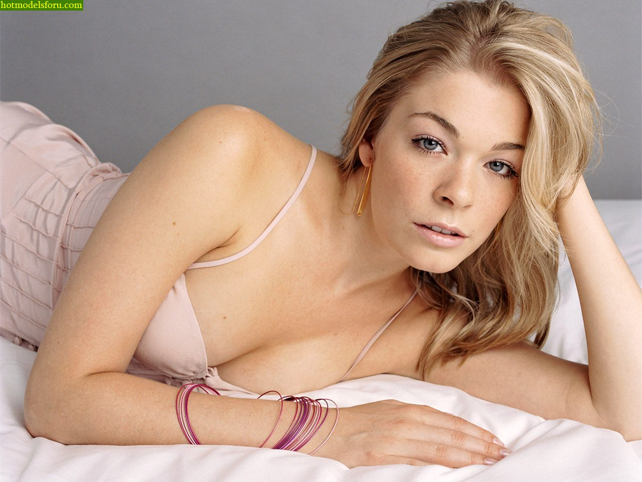 ... : Hot Leann Rimes photos sexy wallpapers cool pics hot legs sexy lips: cineshub.blogspot.com/2011/04/hot-leann-rimes-photos-sexy...