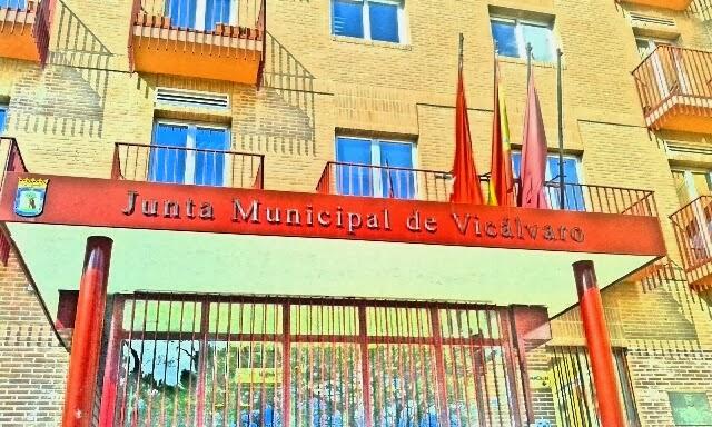 Convocatoria de asamblea vecinal con la presencia del for Piscina municipal vicalvaro