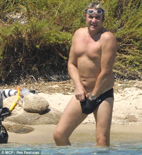 America 39 s best blogger great men in speedo for How long has tom selleck been married