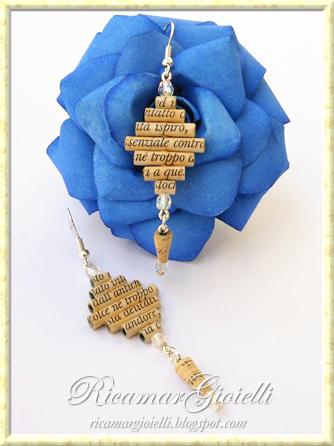 Orecchini con perle di carta e mezzi cristalli