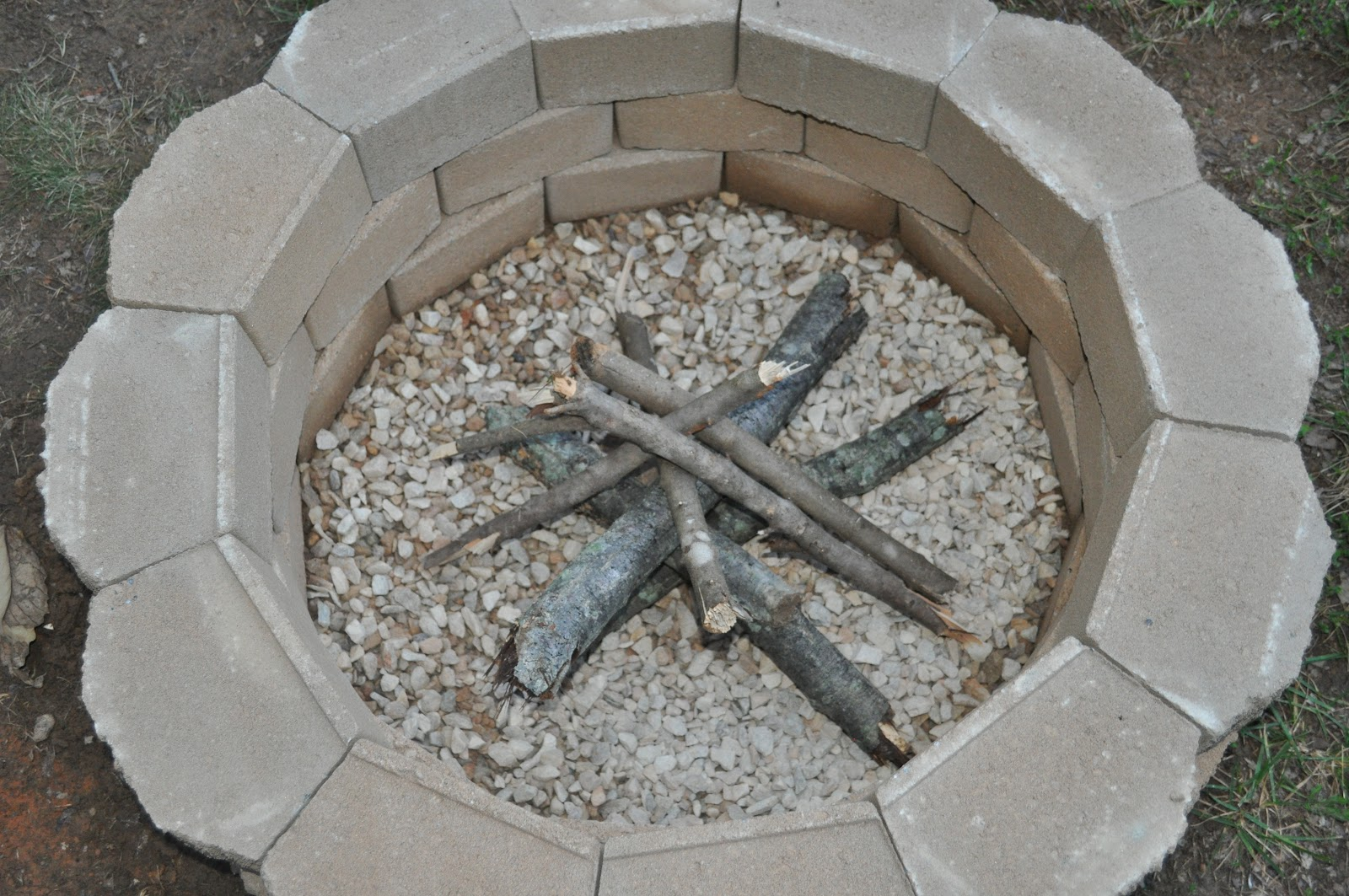 Salty tales diy fire pit for Comment decorer un jardin
