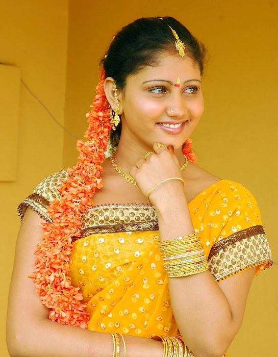 amrutha valli beautiful saree unseen pics