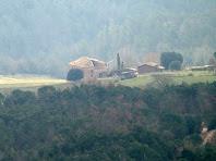 El Vilar del Bosc des de les cingleres del Turó de l'Enclusa