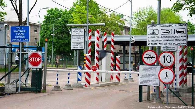 Posto de controle na fronteira estoniana com a Rússia.