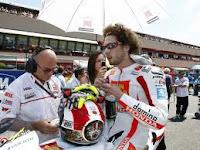 Pembalap MOTO GP : Simoncelli Akhirnya Meninggal Dunia