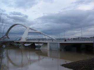 Puente del Tercer Milenio Crecida del río Ebro 22/01/2013 Zaragoza