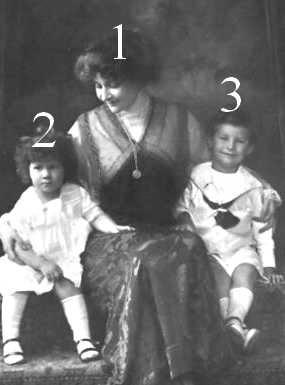 Princesse Georges de Grèce, née princesse Marie Bonaparte, princesse Eugénie et prince Pierre de Grèce