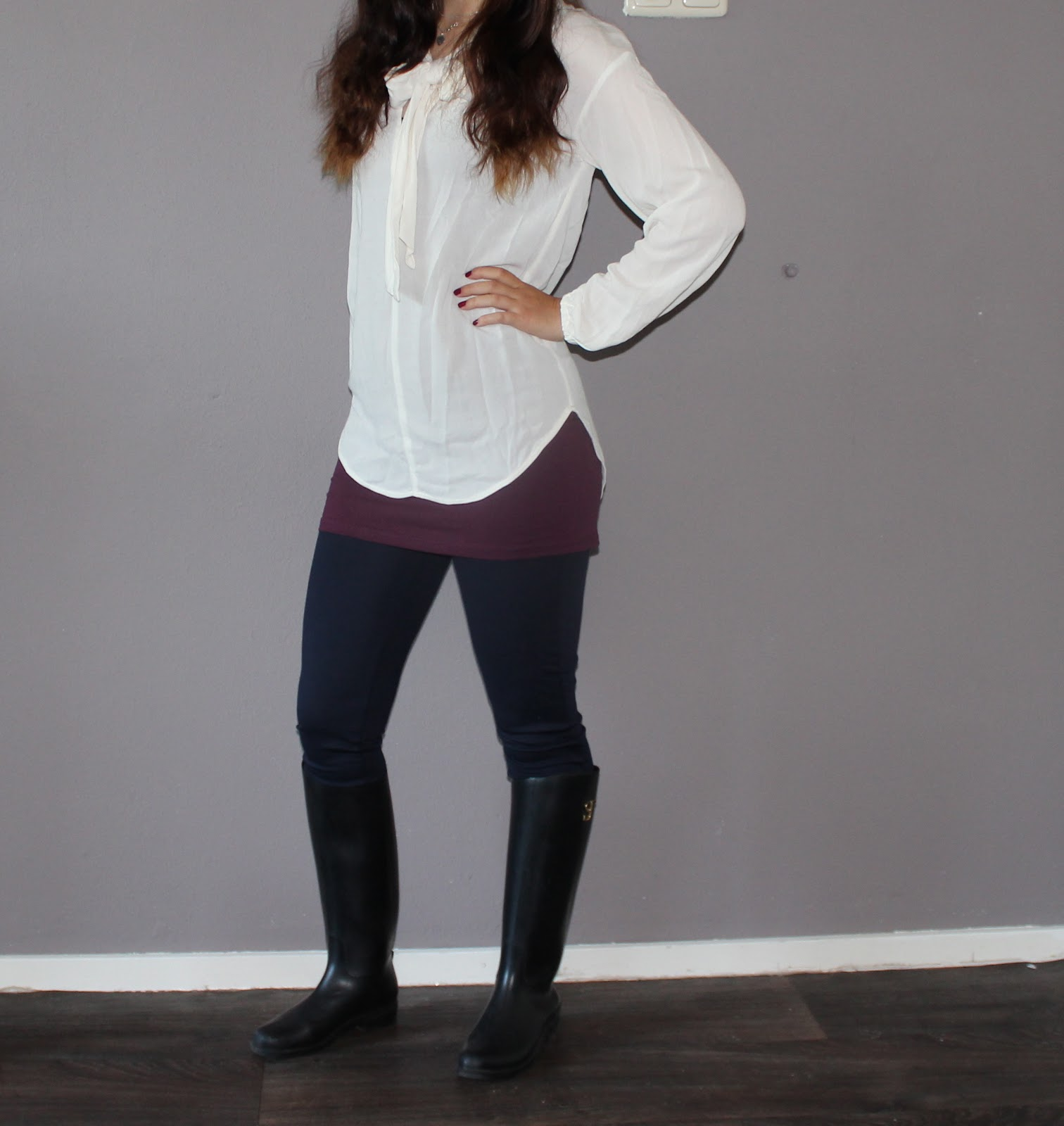 Juliau0026#39;s Fashion Minute white bow oxblood top u0026u0026 navy blue leggings.