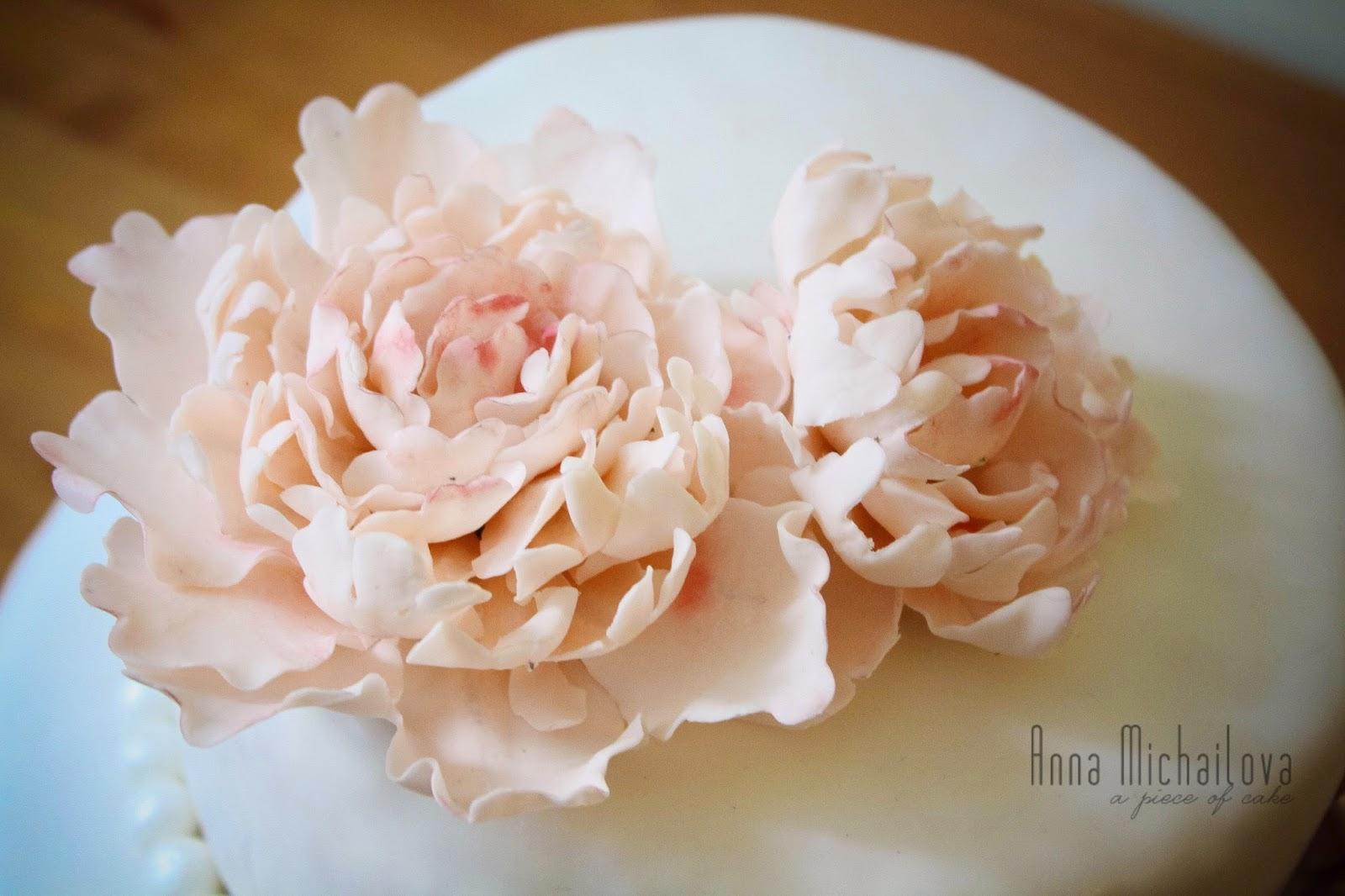 A Piece of Cake: Свадебный торт с пионами