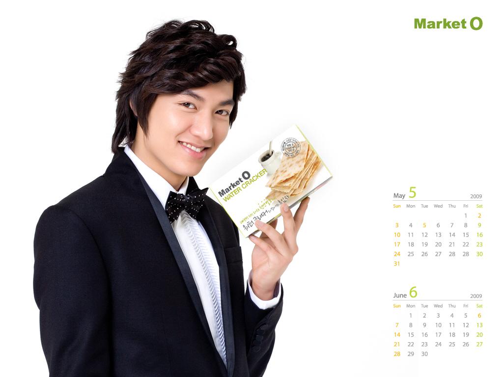 http://2.bp.blogspot.com/-ccccAeyMVSE/UTnMsTuOR4I/AAAAAAAABck/9AF8e_KhpX8/s1600/Lee+Min+Ho+Market+O+Calendar+Wallpaper.jpg