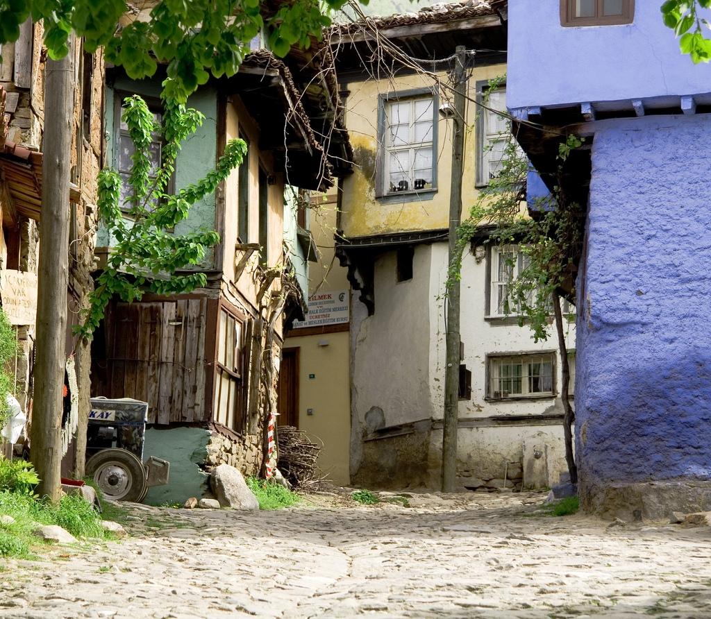 http://2.bp.blogspot.com/-ccdzjfUONO8/UL4N7pSQjqI/AAAAAAAACII/qqp4e2S1euE/s1600/Cumalikizik+Village+in+Bursa+-+Turkey.jpg