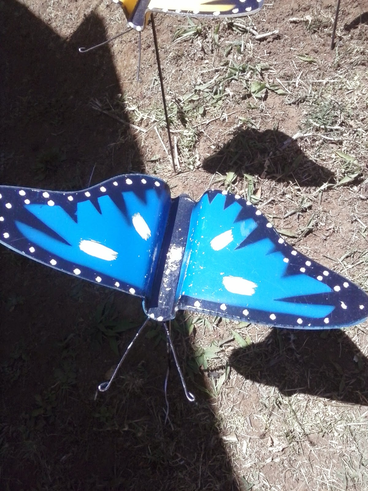 Butterfly lawn ornaments - Molded Plastic Hand Painted Butterfly 5 000 Colones 10