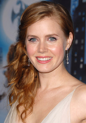 Amy Adams swept her curls into a side ponytail to create this flirty, fun, and easy hairstyle.