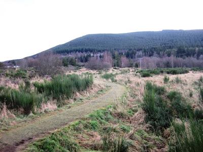 Deeside Walks: the footpath around Ballater golf course goes towards Pannanich