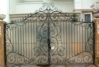 Кованный забор из поликарбоната. Фото 1