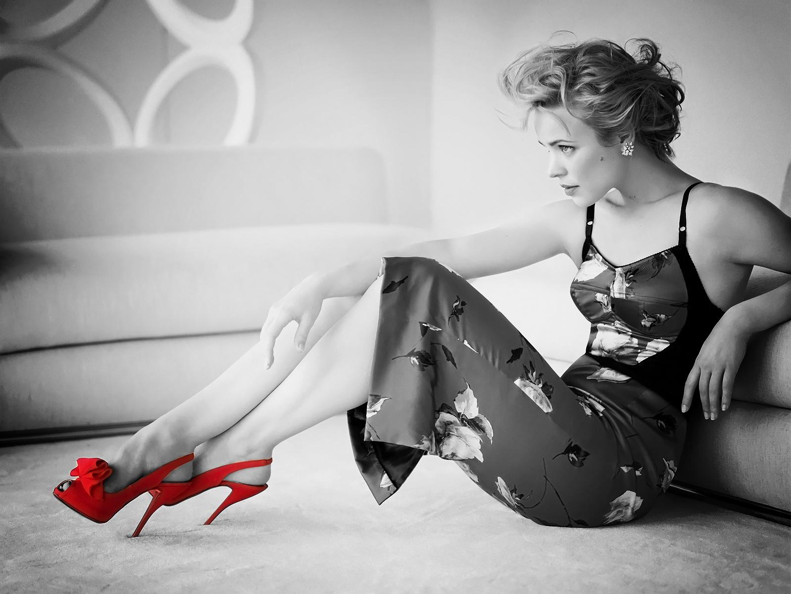 http://2.bp.blogspot.com/-cdv_SNMDrjs/USjexqasDJI/AAAAAAAAEIQ/JKgH38BYpOU/s1600/racheal-mcadams-red-+heels-inkbluesky.png