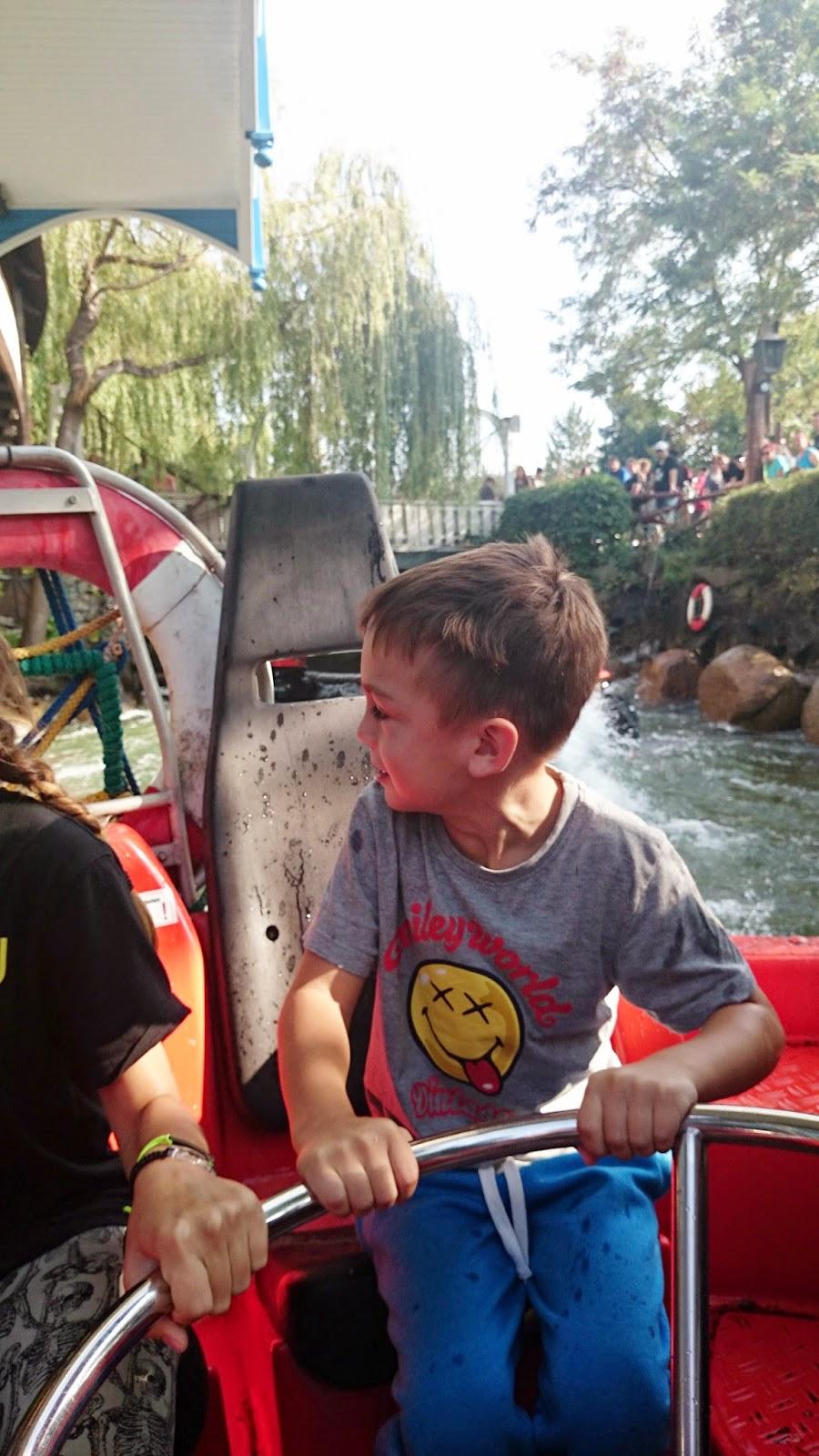 park rozrywki,aquapark,pontony,zabawa na wodzie