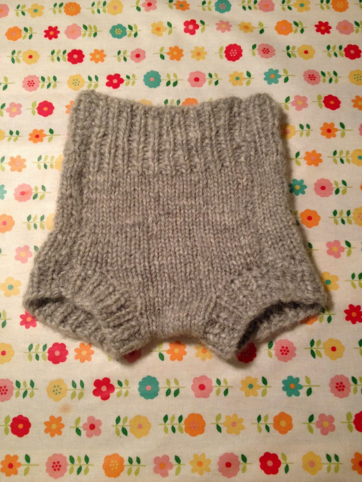 Ingves Makes and Mends: Knitting wool diaper covers
