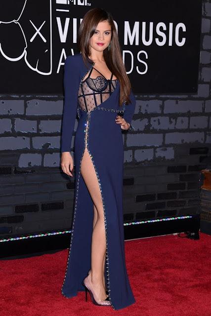 Selana Gomez wears versace vmas 2013