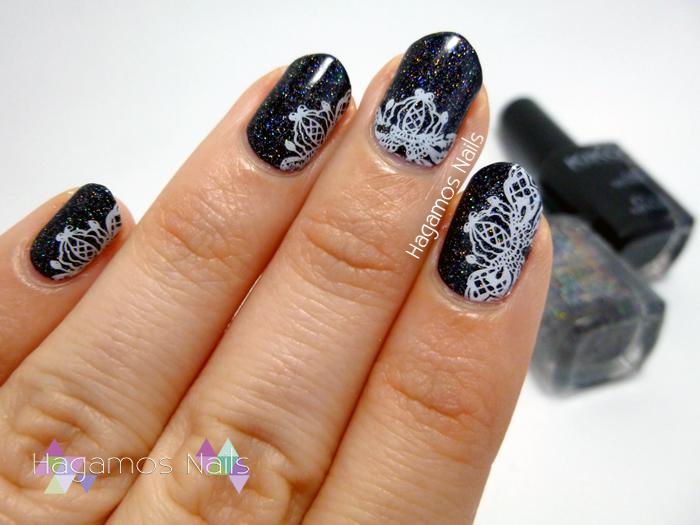 Nail Art Negro Holográfico con Flores de Encaje. Hagamos Nails