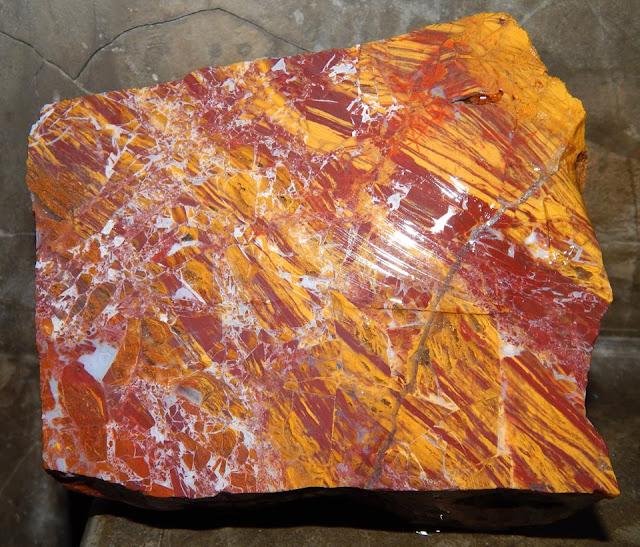Panca Warna Danies Stone Sumbawa