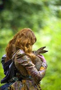 En la profundidad del bosque hay una madriguera escondida,en ella vive una conejita llamada Kola...