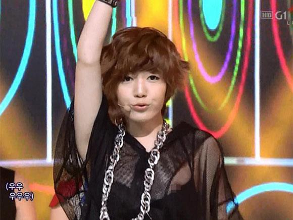 Thần tượng K-pop khốn đốn vì hớ hênh trên sân khấu 1